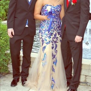 I'm selling my Sherri Hill prom dress!